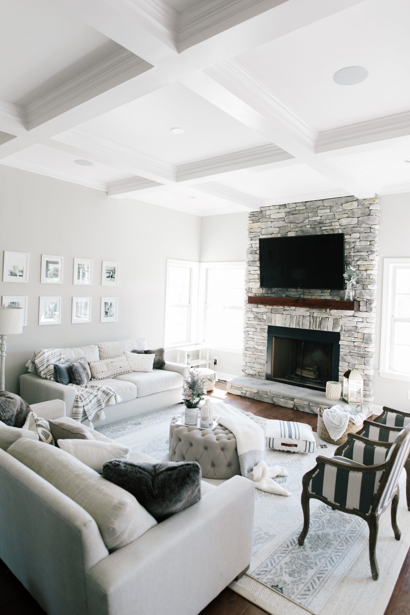 Home Decor: Neutral Living Room - Beaus and Ashley on Room Decor Pictures  id=65596